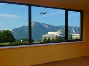 okno s letadlem
